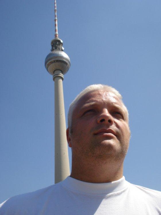 das bin ich am Alexanderplatz in Berlin