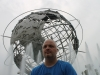 im September 2012 vor der Unisphere in Flushing Meadows