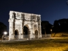 Konstantinsbogen in Rom bei Nacht