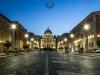 Blick auf den Petersdom zur blauen Stunde