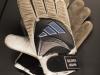 Handschuhe von Oliver Kahn aus dem WM-Endspiel 2002 im FIFA World Football Museum in Zürich